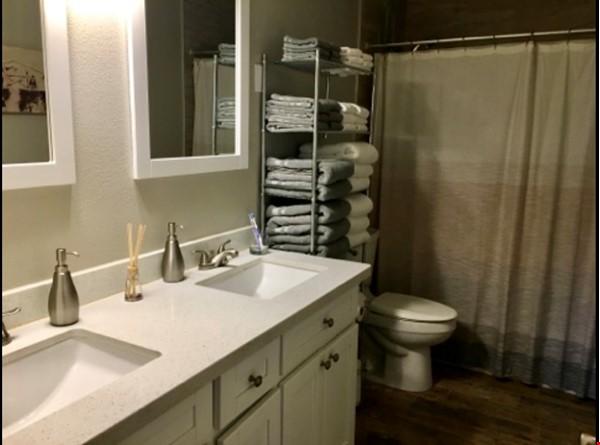 Spacious Remodel Near Downtown Home Rental in Phoenix 6 - thumbnail