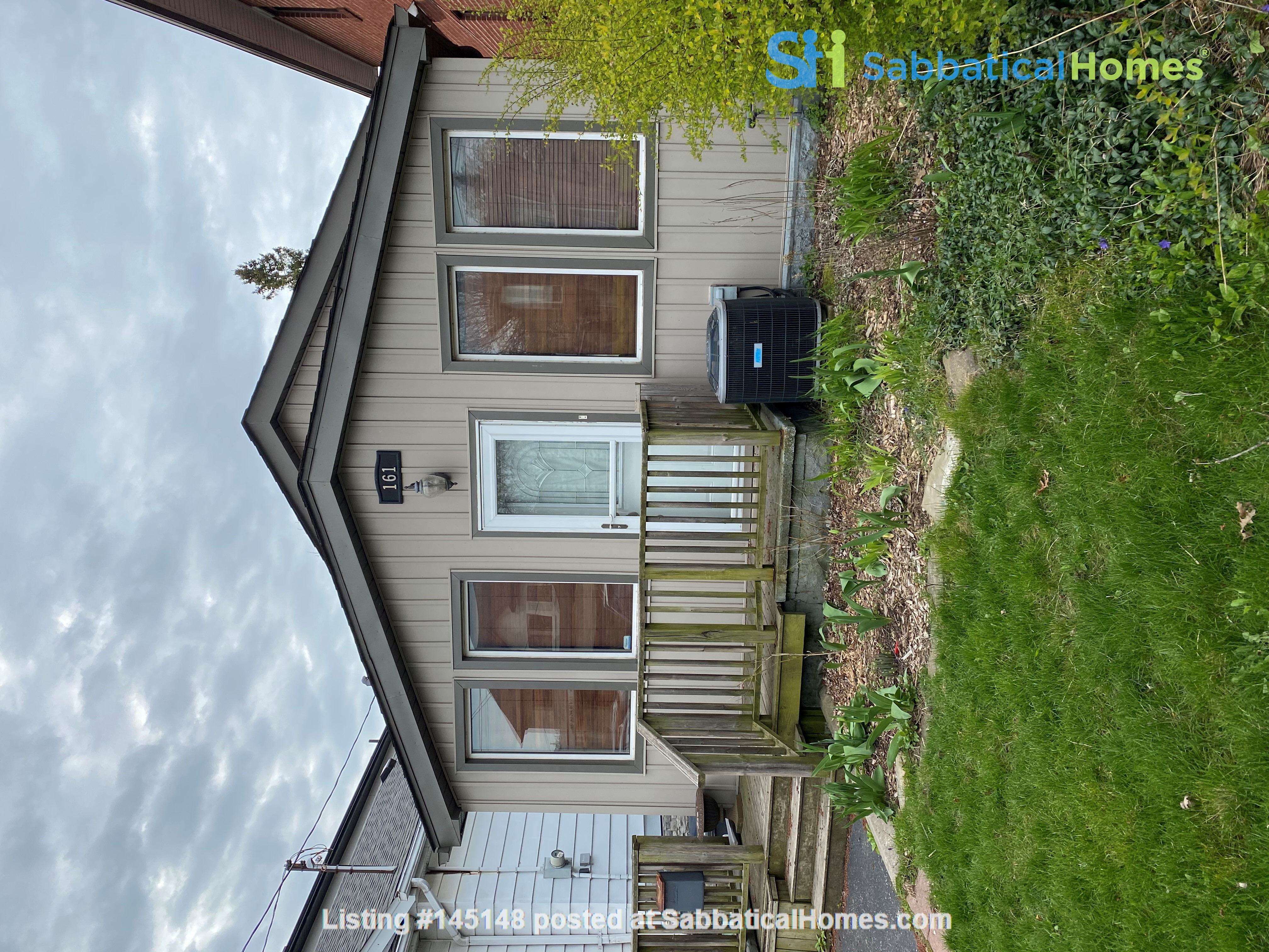 2-BR Renovated Bungalow: Perfect for a family with young kids! Home Rental in Toronto, Ontario, Canada 6
