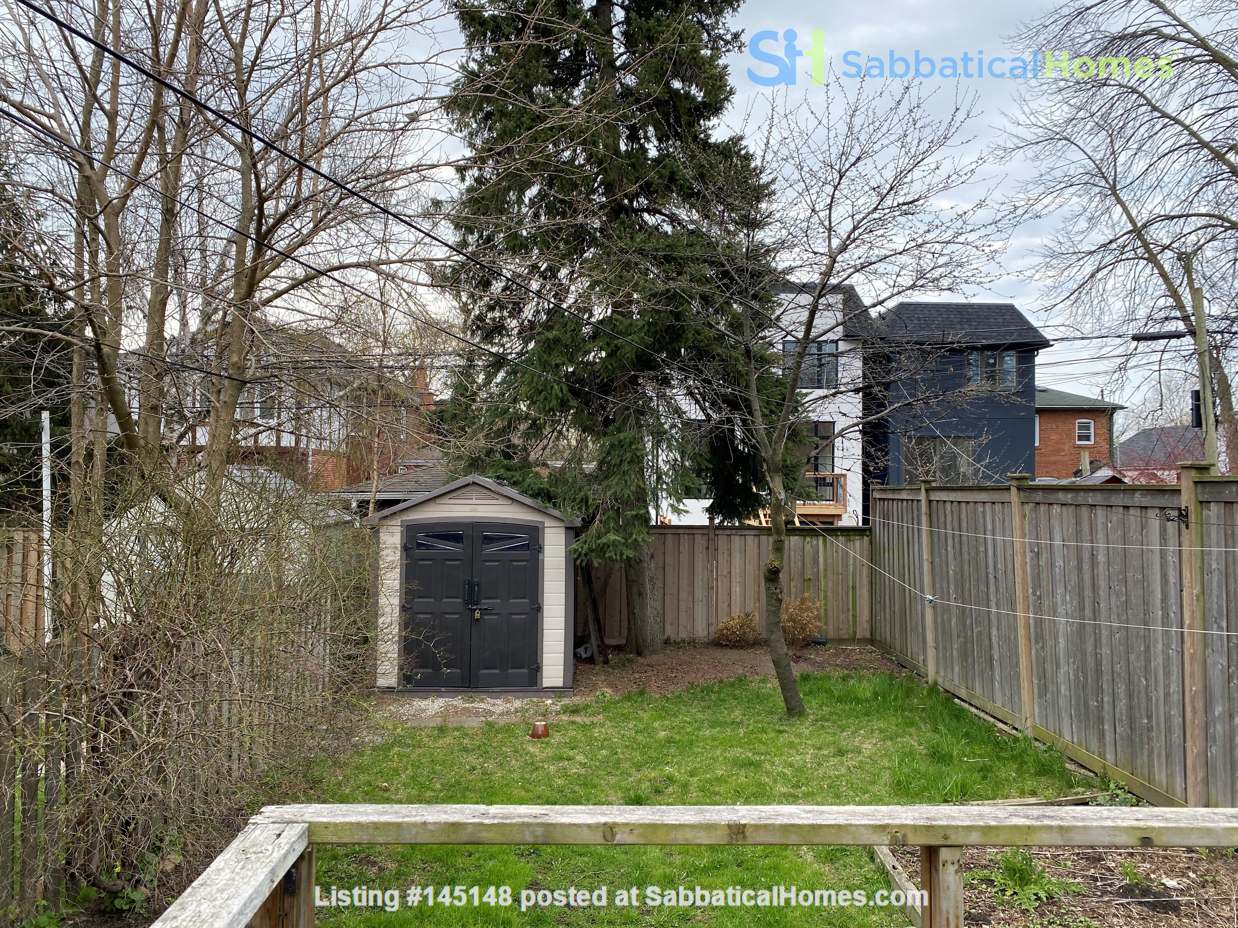 2-BR Renovated Bungalow: Perfect for a family with young kids! Home Rental in Toronto, Ontario, Canada 7