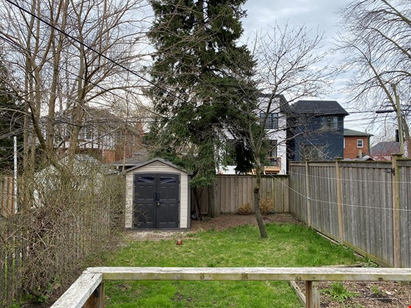 2-BR Renovated Bungalow: Perfect for a family with young kids! Home Rental in Toronto 7 - thumbnail