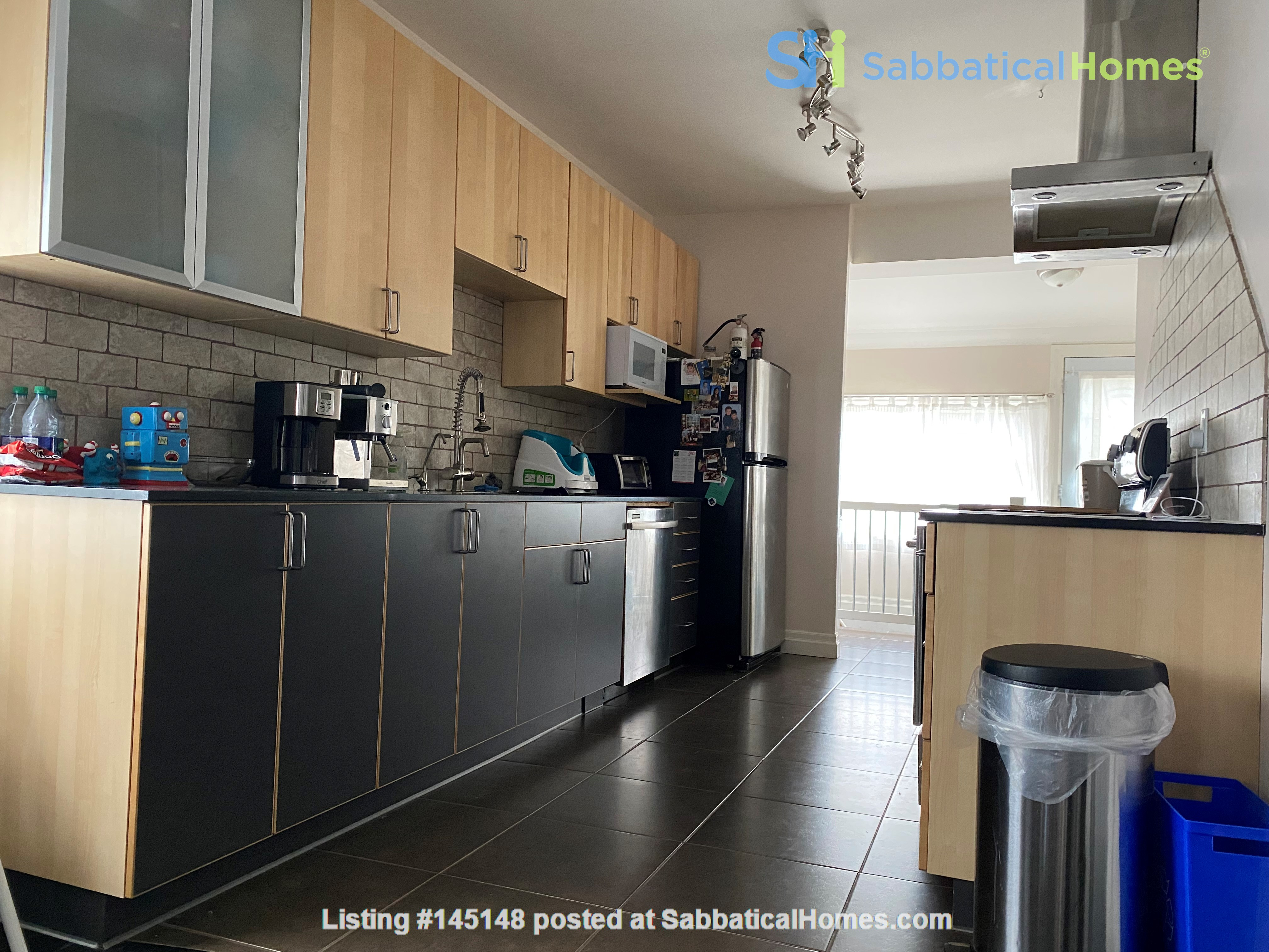 2-BR Renovated Bungalow: Perfect for a family with young kids! Home Rental in Toronto, Ontario, Canada 3