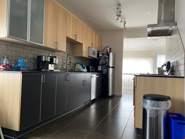 2-BR Renovated Bungalow: Perfect for a family with young kids! Home Rental in Toronto 3 - thumbnail