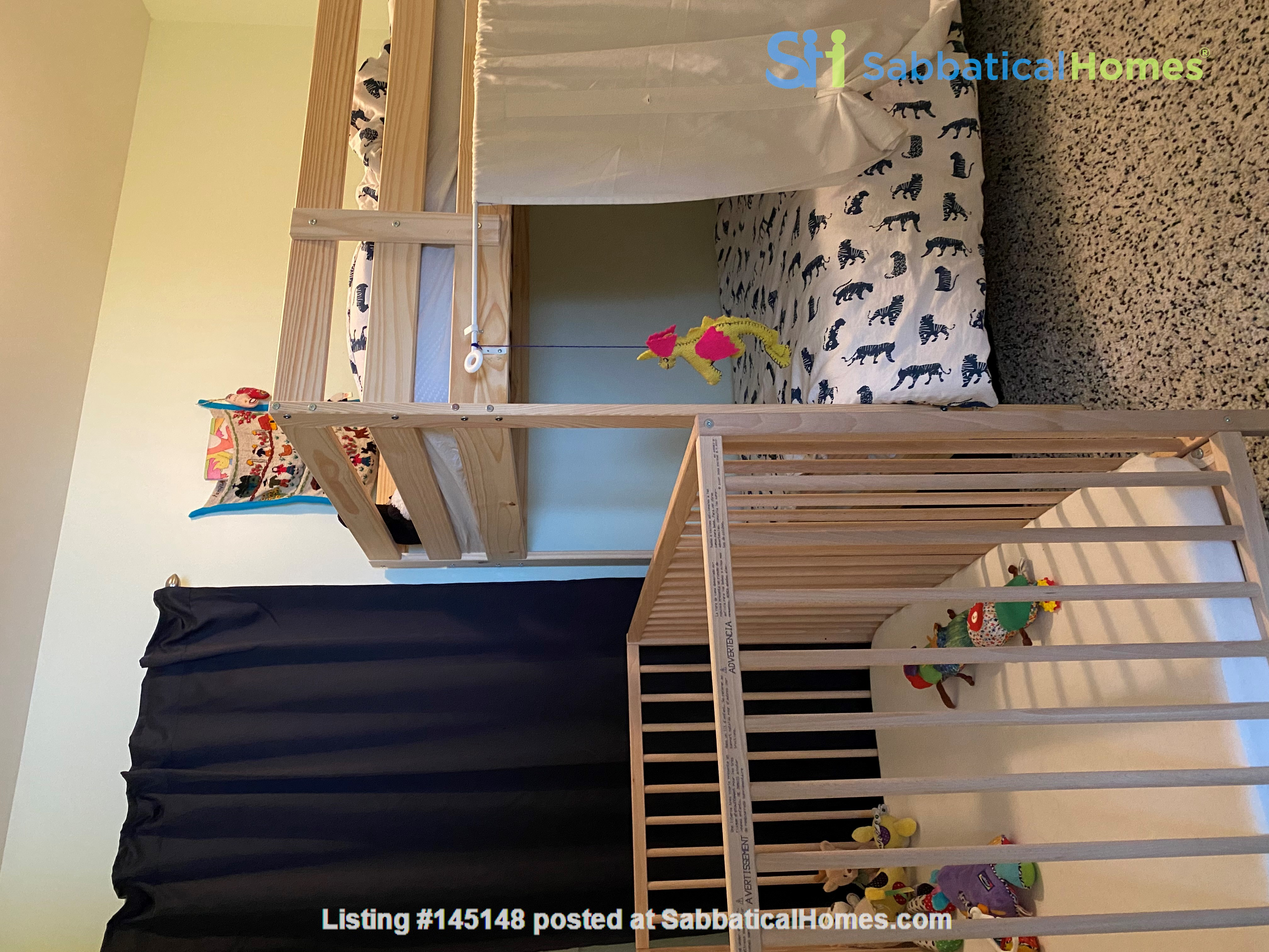 2-BR Renovated Bungalow: Perfect for a family with young kids! Home Rental in Toronto, Ontario, Canada 4