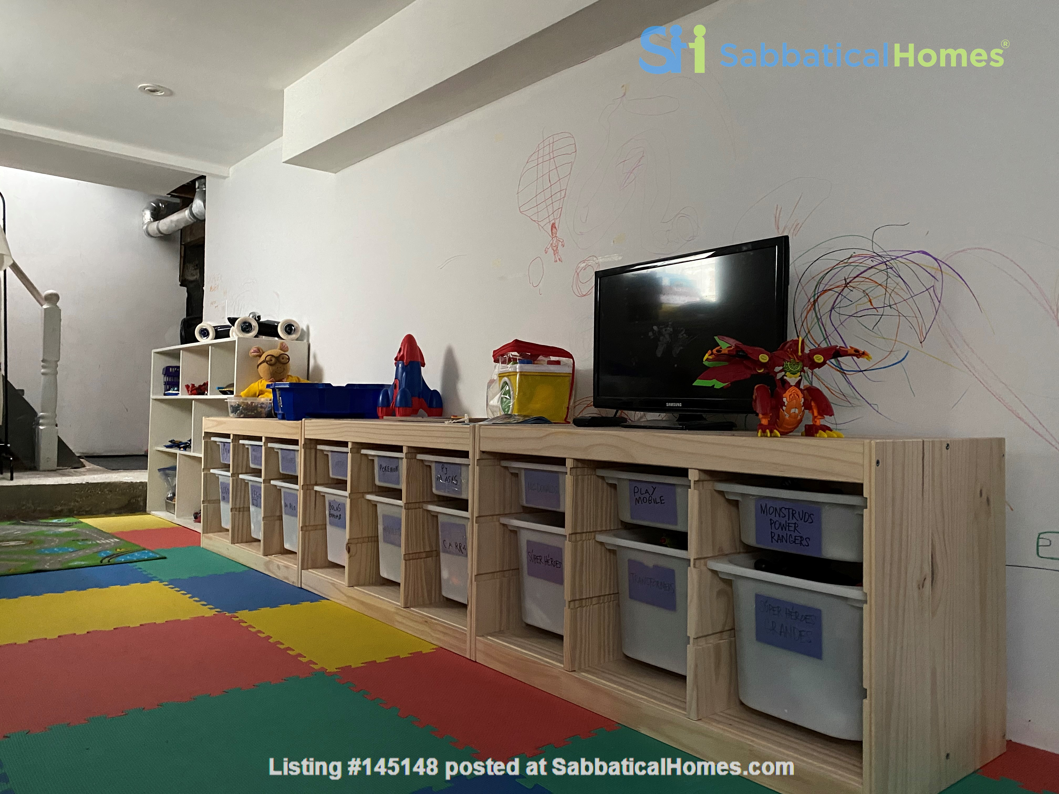 2-BR Renovated Bungalow: Perfect for a family with young kids! Home Rental in Toronto, Ontario, Canada 5