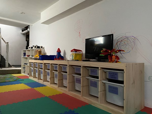 2-BR Renovated Bungalow: Perfect for a family with young kids! Home Rental in Toronto 5 - thumbnail